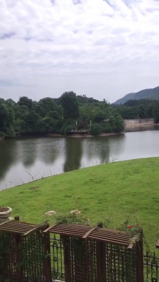 峨眉山与湖视频
